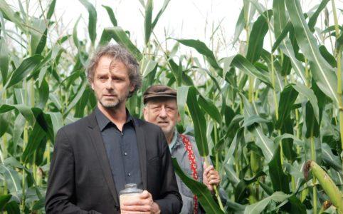 Hans en Julien Croiset in een promobeeld van Beneden de Rivieren